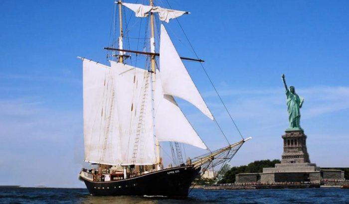 New York Burlesque Sail