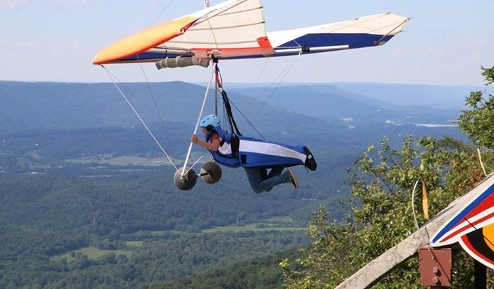 Hang Gliding Over Lookout Mountain