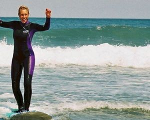Adventure_out_-_surf_woman_300x240